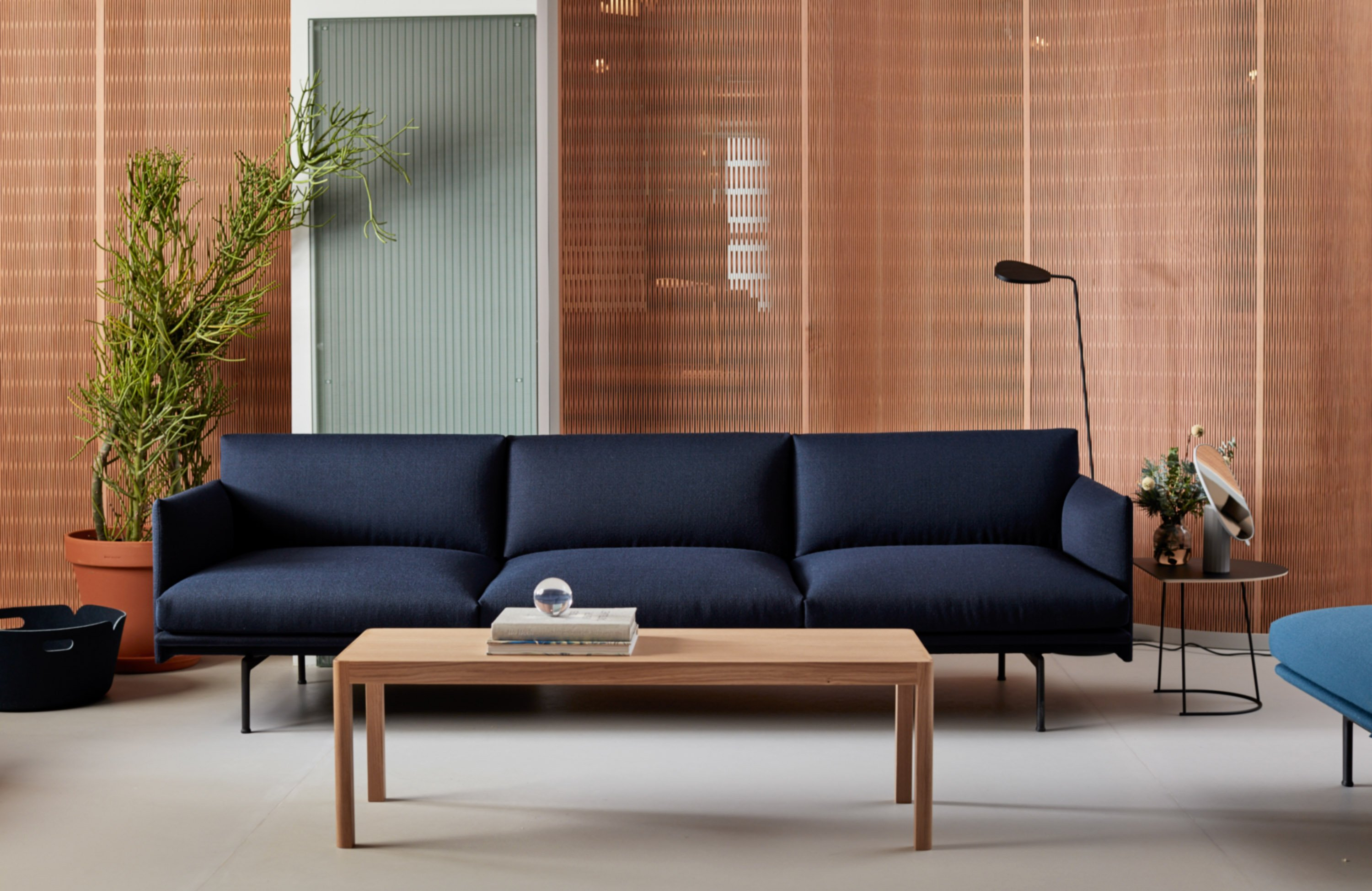 AFFORDABLE LUXURY FOR THE MODERN OFFICE sofa